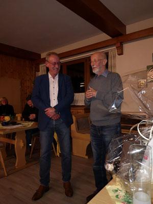 """Der """"Gründervater"""" der Aktiven Bürger wird vom Sprecher Dr. Klaus von Stetten geehrt."""