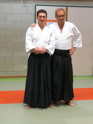 A gauche: Reda Ouali Dada, à droite: Benoît De Jaeger . Tous 2 promus au grade de 2ème kyu ( ceinture blue )
