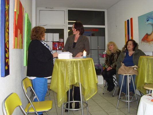 v. L. Jenny Canalas stellt Autorin Heike Kreitschmann vor!