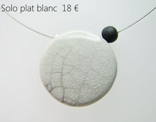 description détaillée du bijou artisanal en ceramique blanc