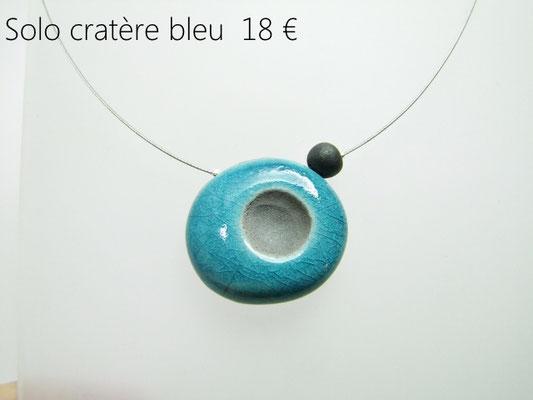voir la fiche descriptive du collier raku bleu de l'atelier simplement terre