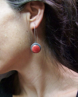 pendant d'oreille en raku rouge