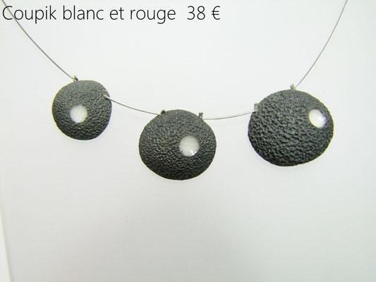 fiche descriptive du collier inspiré des roches volcaniques en ceramique raku