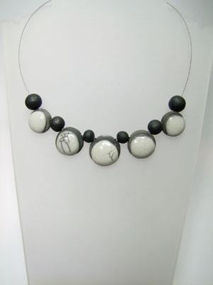collier artisanal en perle céramique blanche