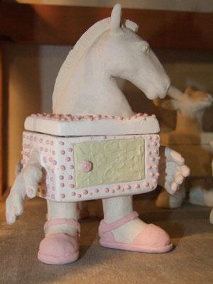 boite céramique en forme de cheval émaillée avant cuisson