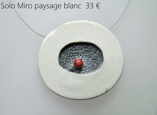 description du ce collier contemporain en ceramique raku
