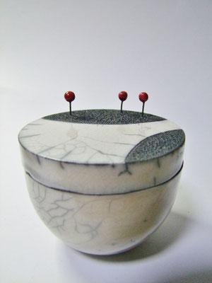 boite raku avec tige rouge