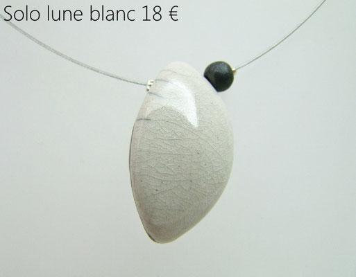 acheter ce collier en forme de lune en ceramique blanche