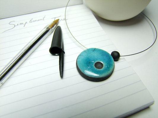 bijou en poterie collier bleu