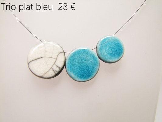 description du collier en ceramique blanc et bleu