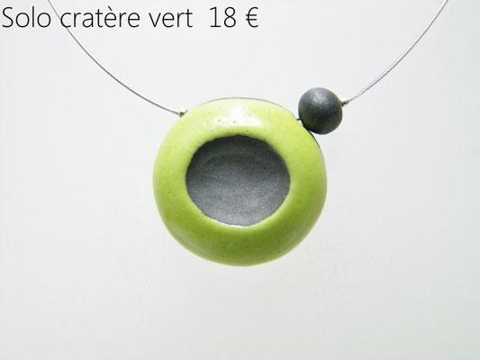 acceder au detail de ce bijou artisanal en ceramique