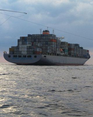 3月1日三界のポイントに韓国のコンテナ船が停泊しています