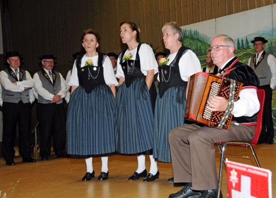 Terzett Heidi Kohler, Annelies Trüssel und Elisabeth Kammermann, begleitet von Oskar Kammermann