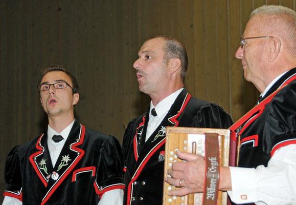 Duett Fabian und Hansjürg Stäger, begleitet von Jakob Huber