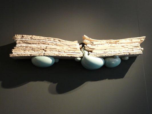 """""""Émergence, strates 1"""", grès, porcelaine, faïence émaillée (1.25m x 20cm x 35cm)"""