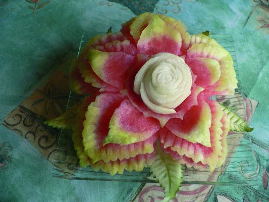 Fleurs en pastèque et centre en navet - 40 €