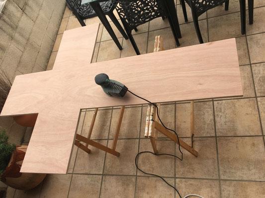 Découpe et préparation du support en bois