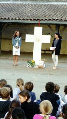 Présentation de la Croix et lancement du projet à tous les enfants du primaire