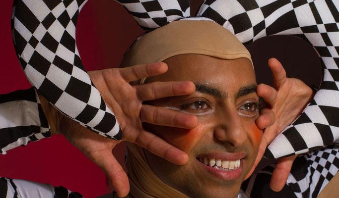 Jongleur in Pforzheim, Jongleur Show Pforzheim, Showact, Showkünstler in Pforzheim, Showkünstler in Pforzheim, Jongleur in Pforzheim, Hut jongleur in Pforzheim, Showacts in Pforzheim, Artist in Pforzheim, Showkünstler in Pforzheim, Jonglage in Pforzheim