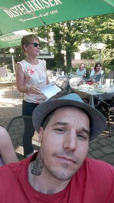 Patricia war auch in Abstatt dabei und hat mitgefeiert. Abendprogramm Stuttgart fasziniert! Familienfeier war bestens gelungen und alle hatten Ihren Spaß mit den Zauberern Fabian und Magic Oli Wonder die mit Tischzauberei die Gäste begeisterten.