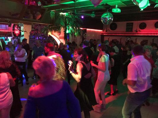Showact bietet beste Unterhaltung bei Betriebsfesten in Stuttgart. Ein Showacts Stuttgart mit Modeschauen und Seminaren begeistert. Faszination ist mit unseren Showkünstlern auf Ihrer Weihnachtsfeier, Firmenevent, Sommerfest garantiert.