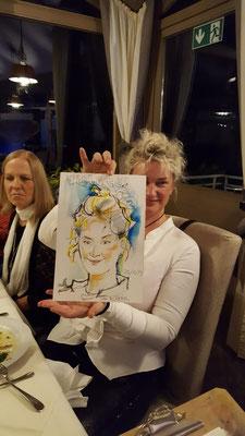 Karin studierte in Münster Grafik-Design mit dem Schwerpunkt Buchillustration. Der Schnellzeichnerin und Karikaturistin aus Stuttgart zeichnet Bilder und ist ein Highlight und arbeitet freiberufliche als Illustratorin für verschiedenste Kinderbuchverlage.
