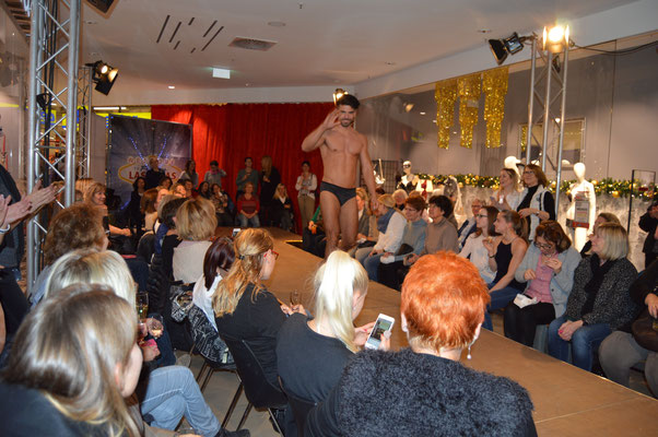 """Ihr Highlight auf ihrem Firmenevent mit """"Showacts"""" Showkünstler in Stuttgart fasziniert auf Ihrer Firmenfeier garantiert! Durch unsere unterschiedlichsten """"Showacts"""" in Stuttgart und unsere Möglichkeiten heben wir uns vom gesamten üblichen Event-Markt ab"""