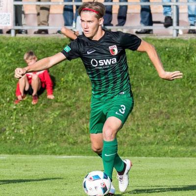 Marcel Bahm aus Filderstadt begeistert die Fußballfans vom VfB Stuttgart. Als links Außenverteidiger ist er unschlagbar und begeistert die Fans vom FC Augsburg. Bundesliga U19 ist sehr angetan von seinem Können und die Vertragsverhandlungen laufen