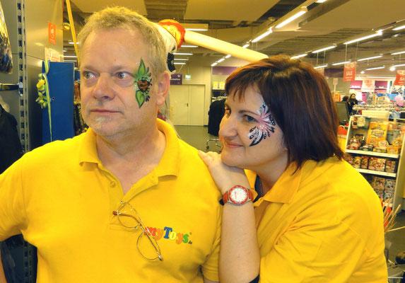 Kinderschminken in Landshut und auch die Glitzer Tattos werden mit dermatologisch getesteten Farben durchgeführt und begeistert ihre Gäste auf höchsten Niveau mit Luftballonmodellage und Luftballontiere , Kinderschminken in Landshut.