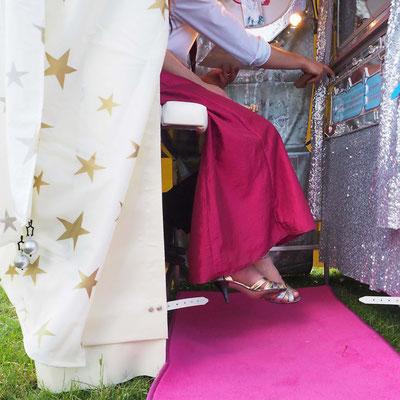 Der Schnellzeichner Stuttgart und Karikaturist zeichnet Kunst die in Erinnerung bleibt, Eventzeichnen in Stuttgart, Kunstmaler mit Ihrem Kunstautomat sorgt für Begeisterung auf Ihrem Event wie z.B. Hochzeit, Geburtstag, Firmenevent auch in ganz Europa.