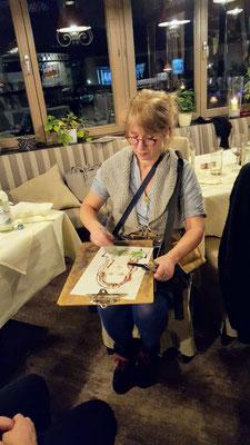 Schnellzeichner für Hochzeit, Karikaturistin aus Stuttgart zeichnet Karikaturen und ist ein Highlight und arbeitet freiberufliche als Illustratorin für verschiedenste Kinderbuchverlage. Karikaturen malen mal andres mit dem Schnellzeichner für Stuttgart.