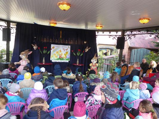 Das Puppentheater in Stuttgart ist immer ein Erlebnis und seit über 20 Jahren auch für die Sparkassen in Schulen und Kindergärten mit ihrer Präventionsarbeit unterwegs. Das Puppentheater in Stuttgart für große und kleine Kinder.