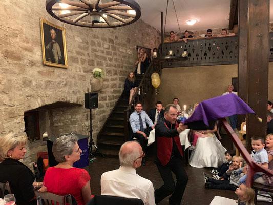 Hochzeitszauberer Stuttgart, Zauberer für Hochzeit Stuttgart, Hochzeitsgeschenk Ideen und was kostet ein Zauberer für Hochzeit Unterhaltung, Zauberkünstler, Zauberer für Hochzeitsfeier Stuttgart, Tischzauberer für Hochzeitszaubershow, Hochzeitstag Ideen!