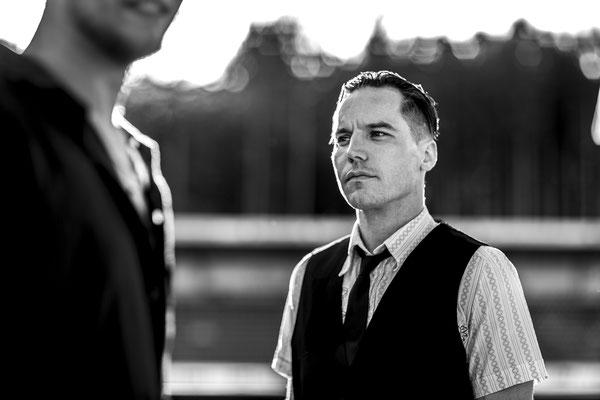 Hochzeits DJ buchen Preise jetzt selbst ermitteln. Bekannt aus the Fame Maker. Hochzeits Dj Preise in Stuttgart, Musiker, Sänger Dazou für die Region Stuttgart. Der Hochzeits DJ Stuttgart - Was kostet ein DJ für eine Hochzeit.
