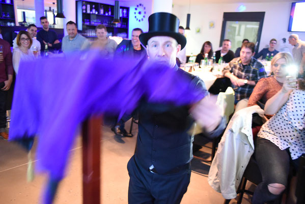 Zauberer in Waiblingen, Zauberkünstler in Waiblingen, Magier in Waiblingen, Tischzauberer in Waiblingen, Mentalist in Waiblingen, Mentalshow in Waiblingen, Kinderzauberer in Waiblingen, stand up Zauberer, close up Zauberer,