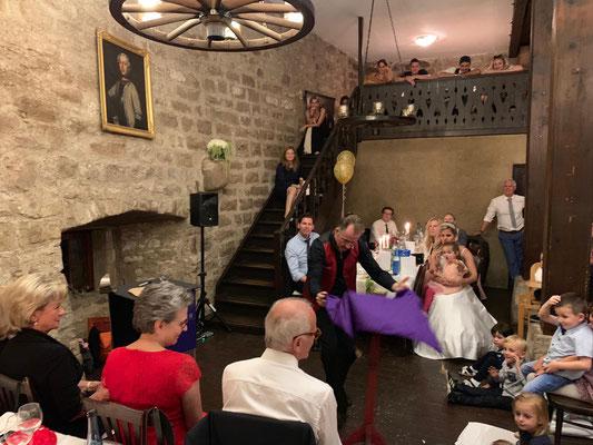 Beste Unterhaltung auf hohem Niveau in Stuttgart. Der Unfassbare Zauberer & Mentalist fasziniert bei der Magic Dinner Show und macht alle Gäste sprachlos. Buchen auch Sie Ihre Dinner Show und lassen Sie sich mit Zauberei & Mentalmagie verwöhnen.
