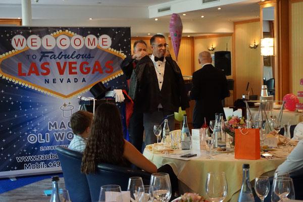 Zauberer runden Geburtstag in Stuttgart. begeistert immer und ist einzigartig. Geeignet für 50er | 60er | 70er | 80er | 90er feiern Sie am besten mit einem Profi! Zauberer für beste Unterhaltung für runder Geburtstag mit Magic Oli Wonder feiern!
