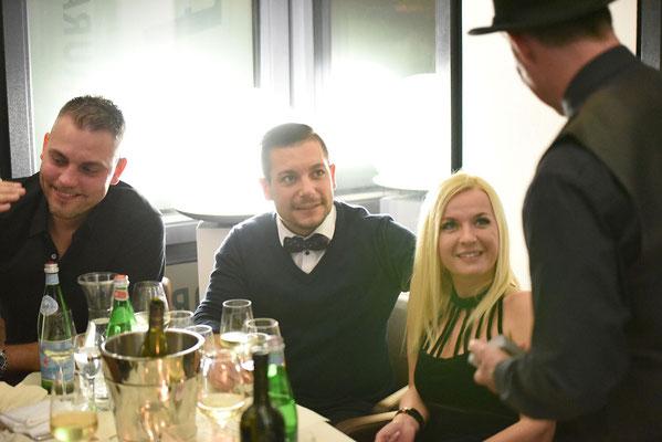 Zauberer Stuttgart, Zaubershow Stuttgart mit dem Magier und Zauberkünstler Magic Oli & Steffi Wonder zur Hochzeit, zum Geburtstag und Ihrem Firmenevent jetzt buchen.