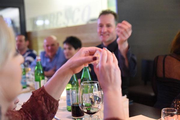 Close Up Zauberer Stuttgart, Tischzauberer Stuttgart, einzigartige Zauberin macht sprachlos, Tischzauberin bravorös auch in Österreich - Schweiz! Table hopping - Geburtstag, Hochzeit, Firmenfeier mit dem Tischzauberer DUO Stuttgart Ihr Highlight!