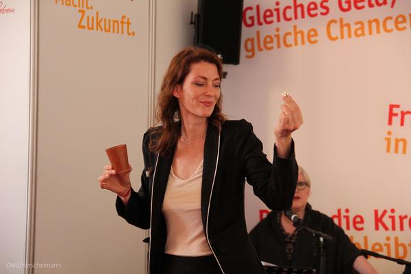 Wenn Sie beste Unterhaltung wünschen sind Sie bei Showacts Stuttgart bestens bedient. Alle Künstler sind professionell tätig und haben sich durch Leistung bewiesen. Zahlreiche Auszeichnungen im In- und Ausland zieren Ihren Weg. Einfach mal anrufen!
