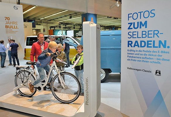 VW CLASSIC Messestand Techno Classica, Fotos zum Selberradeln