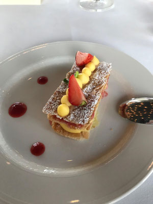 Dessert: Millefeuille von Erdbeeren