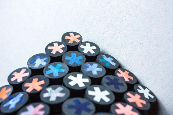 silkscreen on magnets / Siebdruck auf Magneten