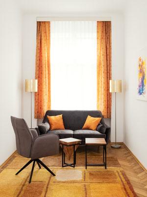 Interieur Therapiepraxis Graz, S. Papst @ Michael Schnabl - Wandbild: Karin Wimmer