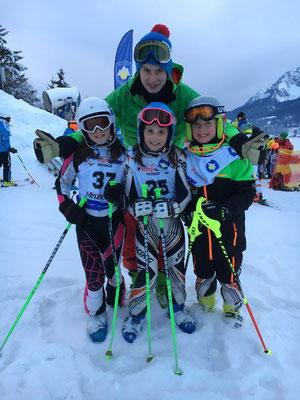 Julia, Eva und Moritz mit ihrem Trainer Christoph