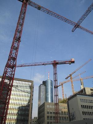 Von den Denkmälern wissen wir, wie oft die Frankfurter sie versetzen ...