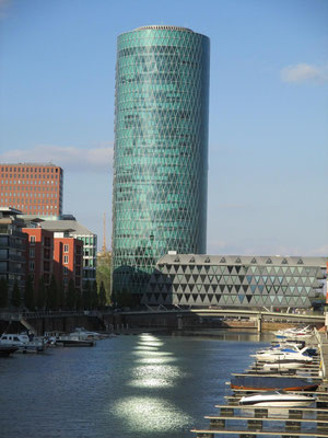 Westhafen Tower (Das Gerippte)