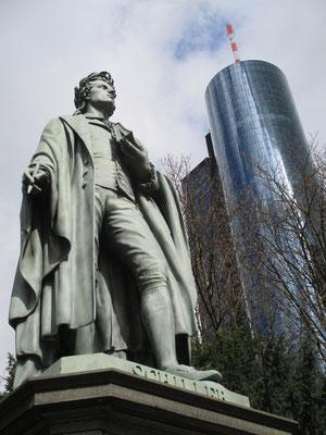 ... und vom Schiller-Denkmal im Anlagenring aus gesehen.