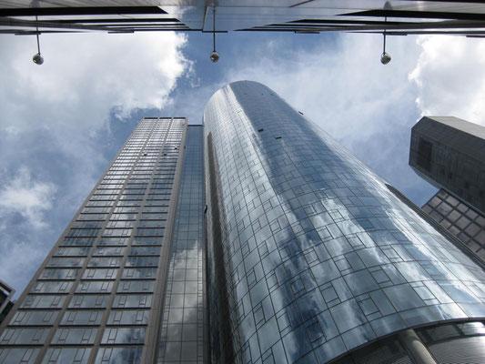... ist der Main Tower dennoch ein beindruckendes Gebäude ...