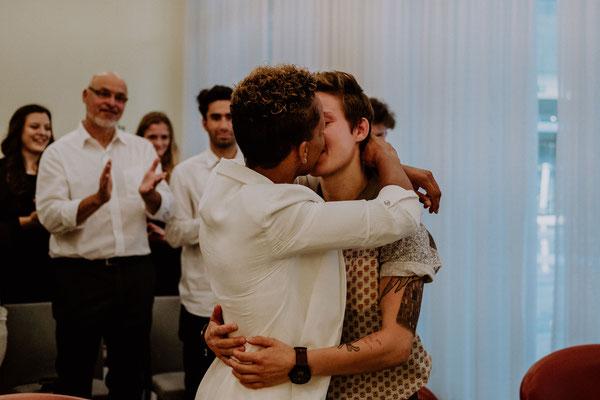 Brautpaar Kuss Standesamt Köln